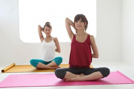 ピラティス 違い ヨガ ヨガとピラティスの違いとは?ダイエットや腰痛にはどっちが効果的?