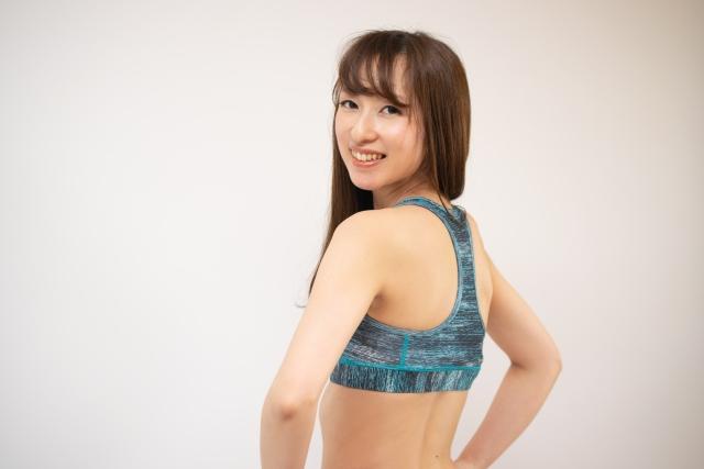 肩甲骨はがしできれいなデコルテになれる?