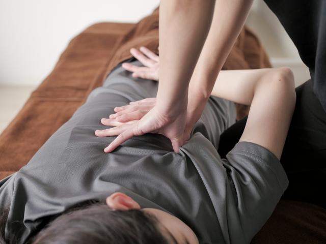 横向きに寝たまま肩甲骨はがしができる?