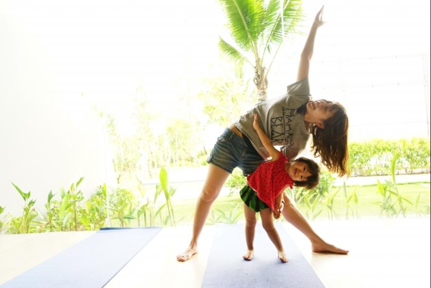 親子でヨガやピラティスを楽しもう! ダイエットにも運動不足解消にもおすすめ