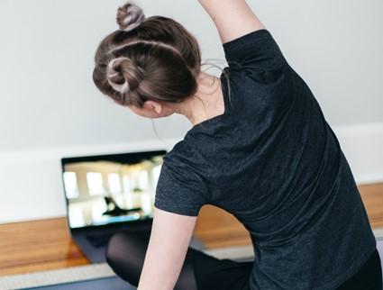テレワークの身体のお悩みを解決!ピラティスオンラインレッスンで意識したい身体の部位とは?