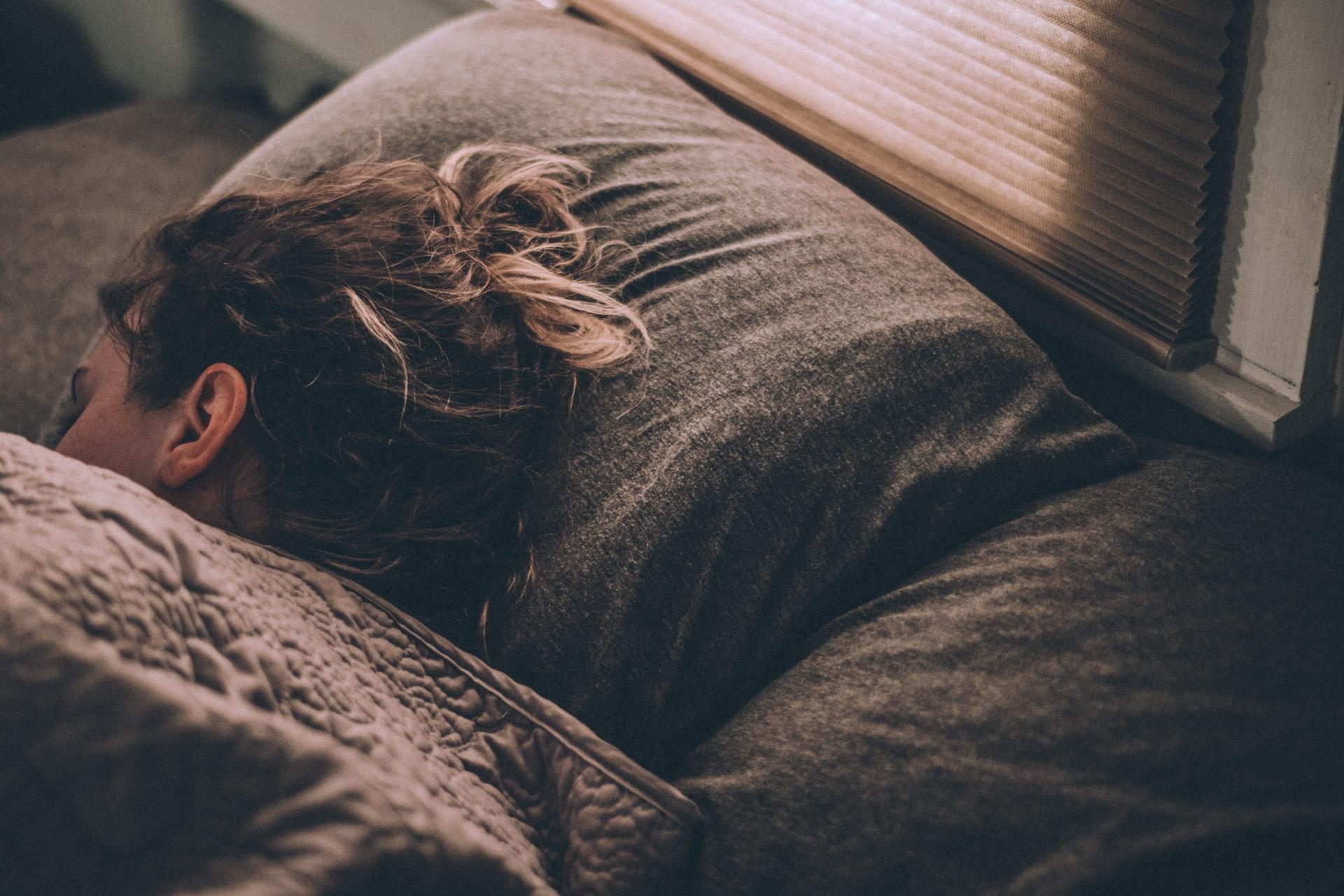 毎晩の瞑想で睡眠改善。緊張状態をゆるめて心地よい眠りを