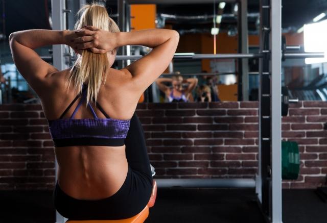 ヨガと筋トレを併用して体幹を鍛える方法
